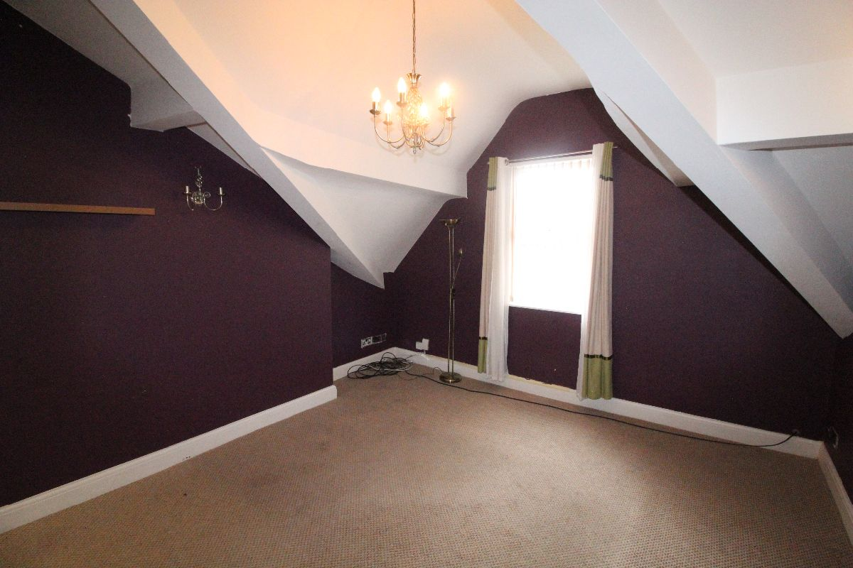 Top floor 2 Bed Apartment, Moscow Drive